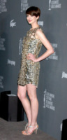 Anne Hathaway - Beverly Hills - 19-02-2013 - Anelli di fidanzamento delle star: qual è il vostro preferito?