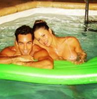 Aaron Diaz, Lola Ponce - Milano - 21-02-2013 - L'estate non è solo mare, ma anche tranquillitàdella piscina