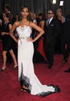 Zoe Saldana - Los Angeles - 26-02-2013 - Oscar 2013: revival anni '50 per le dive sul red carpet