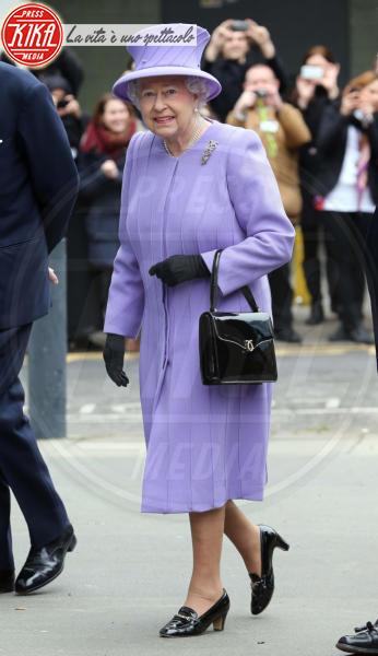 Regina Elisabetta II - Londra - 27-02-2013 - Elisabetta II, viola che vince non si cambia!