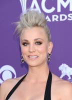 Kaley Cuoco - Las Vegas - 06-04-2013 - Quando le celebrity ci danno un taglio… ai capelli!