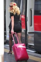 Valeria Marini - Milano - 18-04-2013 - In carrozza! Anche il viaggio ha il suo dress code