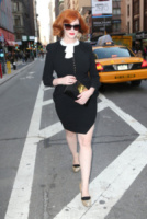 Christina Hendricks - New York - 23-04-2013 - Back to school: tutte studentesse preppy con il colletto!