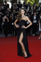 Izabel Goulart - Cannes - 24-05-2013 - Festival di Cannes: il red carpet è una scacchiera