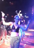 Miley Cyrus - Los Angeles - 10-06-2013 - Miley Cyrus sempre più hot, balli sexy in un night club
