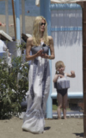 Claudia Schiffer, Cosima - Marbella - 10-06-2013 - Maxi dress: tutta la comodità dell'estate