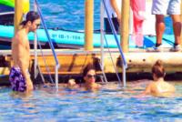 Antonella Roccuzzo, Daniella Semaan, Cesc Fabregas - Ibiza - 04-07-2013 - L'estate non è solo mare, ma anche tranquillitàdella piscina