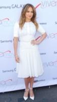Jennifer Lopez - New York - 26-07-2013 - Quest'estate le star vanno in bianco