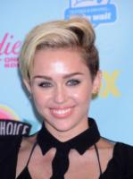 Miley Cyrus - Universal City - 11-08-2013 - Marilyn Style: biondo platino, il colore delle dive