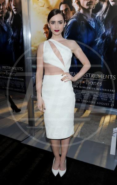 Lily Collins - Hollywood - 11-08-2013 - Quando le star ci danno un taglio… allo scollo!