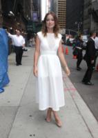 Olivia Wilde - New York - 20-08-2013 - Quest'estate le star vanno in bianco