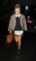 Mollie King - Londra - 29-01-2013 - Back to school: tutte studentesse preppy con il colletto!