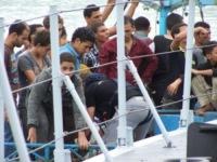 Migranti - Catania - 31-08-2013 - Affonda un barcone di immigrati al largo di Lampedusa: 17 morti