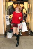 Bella Thorne - Los Angeles - 16-12-2012 - Il must dell'autunno? Sua Maestà il tartan!