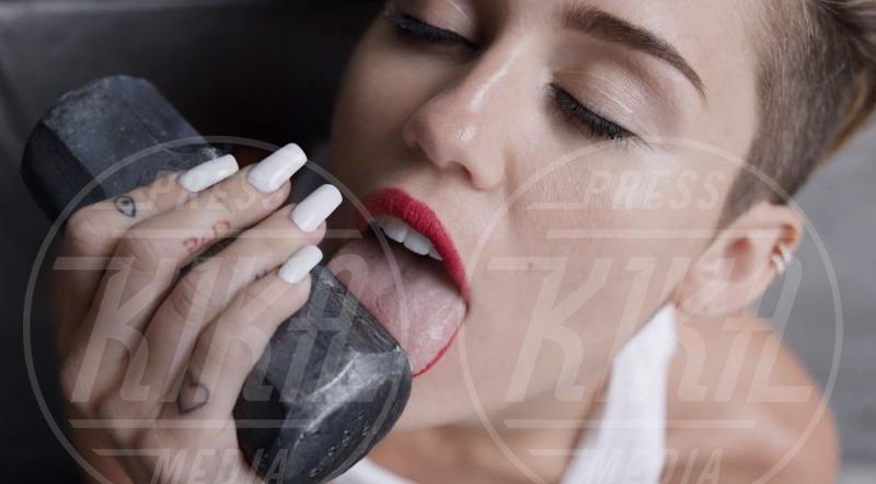 Miley Cyrus - Los Angeles - 10-09-2013 - Miley e le altre: da Disney a Lolita