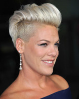 Carey Hart, Pink - Hollywood - 16-09-2013 - Marilyn Style: biondo platino, il colore delle dive