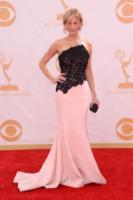 Anna Gunn - Los Angeles - 22-09-2013 - Emmy Awards 2013: 50 (o quasi) sfumature di rosa