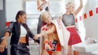 Miley Cyrus - Los Angeles - 24-09-2013 - Incontenibile Miley: un giorno due scandali