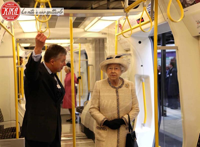 Regina Elisabetta II - Londra - 27-09-2013 - Il desiderio metropolitano delle star…come noi