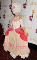 Debra Messing - New York - 31-10-2012 - Ad Halloween le star si vestono così