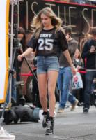 Cara Delevingne - New York - 14-10-2013 - Con gli shorts di jeans, siamo tutte Daisy Duke!