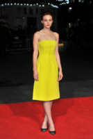 Carey Mulligan - Londra - 15-10-2013 - Carey Mulligan: giallo Dior alla premiere di Inside Llewyn Davis