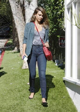 Jessica Alba - Los Angeles - 16-10-2013 - Ogni giorno una passerella: Eva Mendes è irraggiungibile