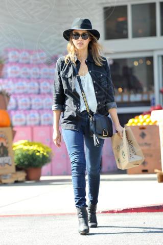 Jessica Alba - Los Angeles - 20-10-2013 - Il migliore abbinamento per il jeans? Altro jeans