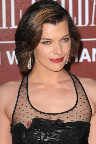Milla Jovovich - Londra - 30-03-2011 - Wardrobe malfunction: i vestiti tradiscono le star!