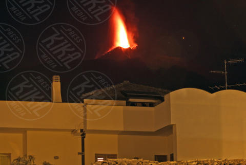 Etna - Catania - 26-10-2013 - Etna: dopo 5 mesi di silenzio, lo spettacolo dell'eruzione