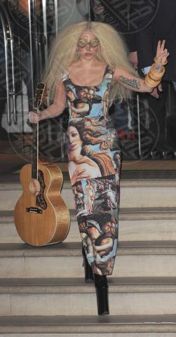 Lady Gaga - Londra - 26-10-2013 - Lady Gaga e le altre: indossa l'arte e mettila da parte!