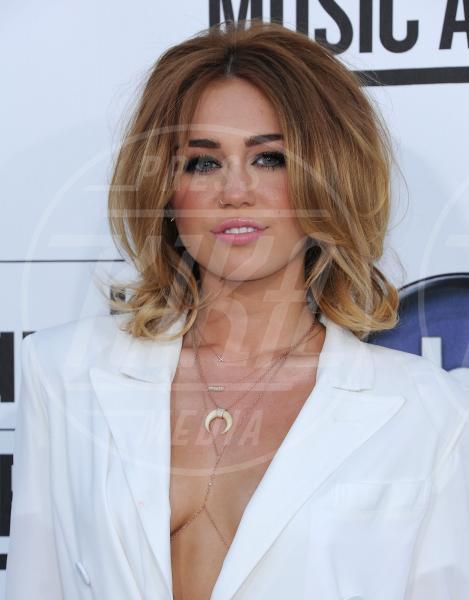 Miley Cyrus - Las Vegas - 20-05-2012 - Quando le celebrity ci danno un taglio… ai capelli!