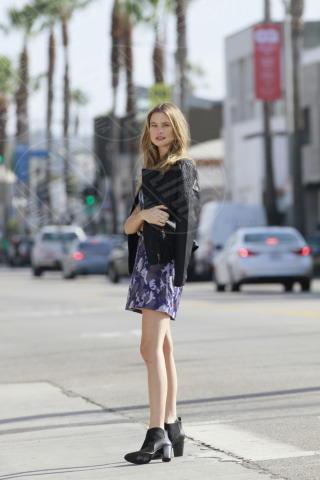Behati Prinsloo - Los Angeles - 16-11-2013 - Le star che si mimetizzano nella giungla metropolitana