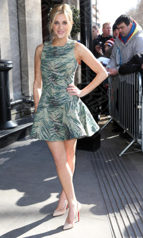 Ashley Roberts - Londra - 12-03-2013 - Le star che si mimetizzano nella giungla metropolitana