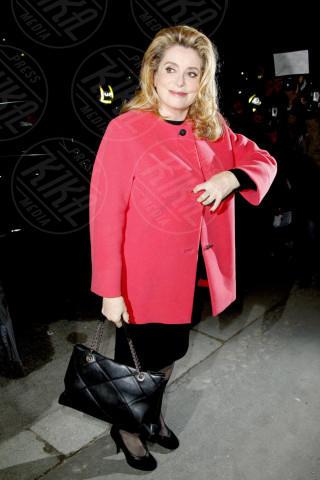 Catherine Deneuve - Parigi - 04-03-2013 - Sarà un inverno caldo… con un cappotto rosso!