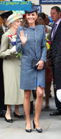 Kate Middleton - Nottingham - 13-06-2012 - Kate Middleton è la signora in rosso… di nuovo!