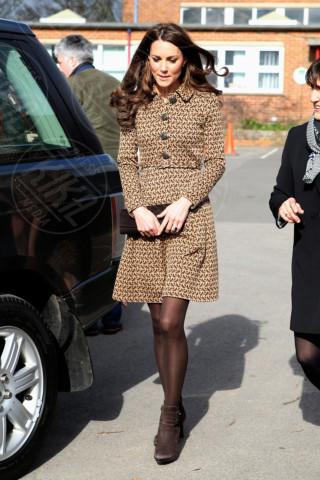 Kate Middleton - 21-02-2012 - Kate Middleton è la signora in rosso… di nuovo!