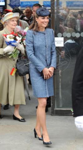 Kate Middleton - Nottingham - 13-06-2012 - Kate Middleton, abito che vince non si cambia!