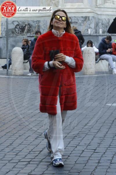 Barbara D'Urso - Roma - 22-12-2013 - Calda e colorata: è la Venere in ecopelliccia!