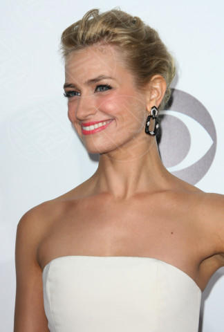 Beth Behrs - Los Angeles - 09-01-2014 - People's Choice Awards 2014: le acconciature