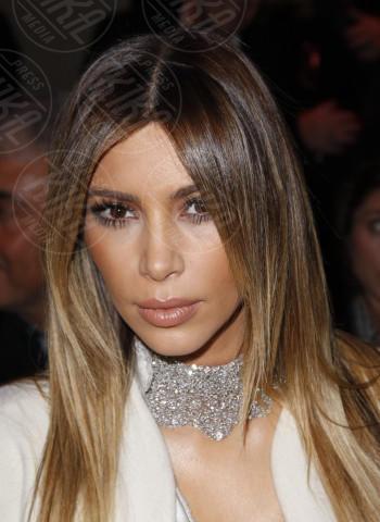 Kim Kardashian - Parigi - 21-01-2014 - Il collarino effetto Belle Epoque: le star prese per il collo!
