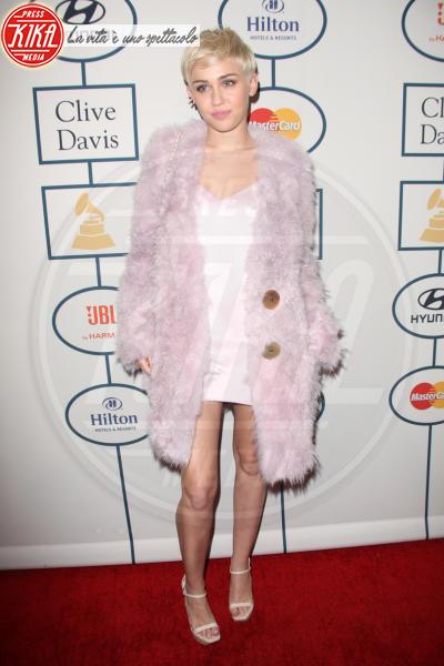 Miley Cyrus - Beverly Hills - 26-01-2014 - Calda e colorata: è la Venere in ecopelliccia!