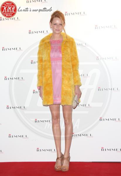 Olivia Inge - Londra - 15-09-2011 - Calda e colorata: è la Venere in ecopelliccia!