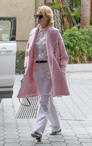 January Jones - Los Angeles - 07-02-2014 - L'inverno è più romantico con il cappotto rosa!