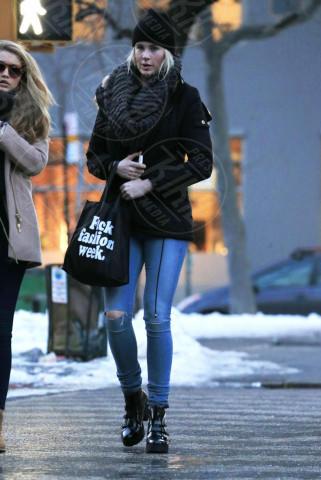 Ireland Baldwin - New York - 14-02-2014 - Se non sai come dirlo… dillo con una borsa!