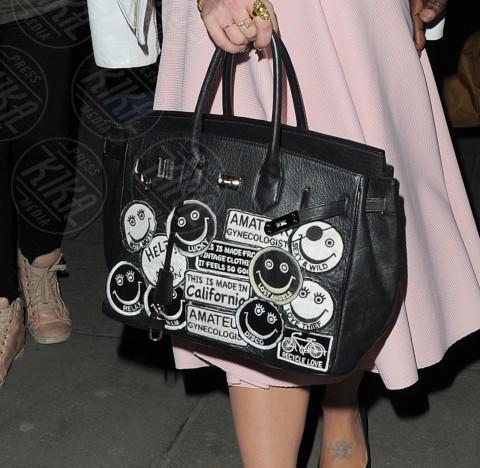 Kelly Osbourne - Londra - 16-02-2014 - Se non sai come dirlo… dillo con una borsa!