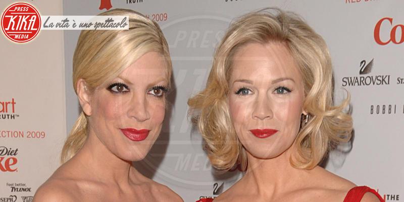 Jennie Garth, Tori Spelling - New York - 19-02-2014 - 25 anni dopo: gli attori di Beverly Hills 90210