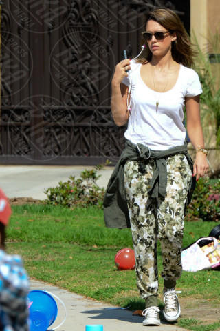 Jessica Alba - Hollywood - 23-02-2014 - In primavera ed estate, mettete dei fiori… sui pantaloni!