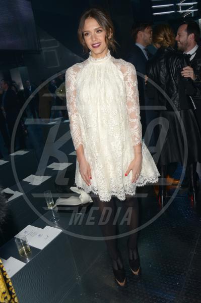 Jessica Alba - Parigi - 26-02-2014 - Bianco o colorato, ecco il pizzo di primavera!