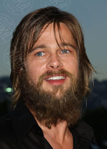 Brad Pitt - Beverly Hills - 18-04-2004 - Hollywood e il mondo sono invasi dai barboni
